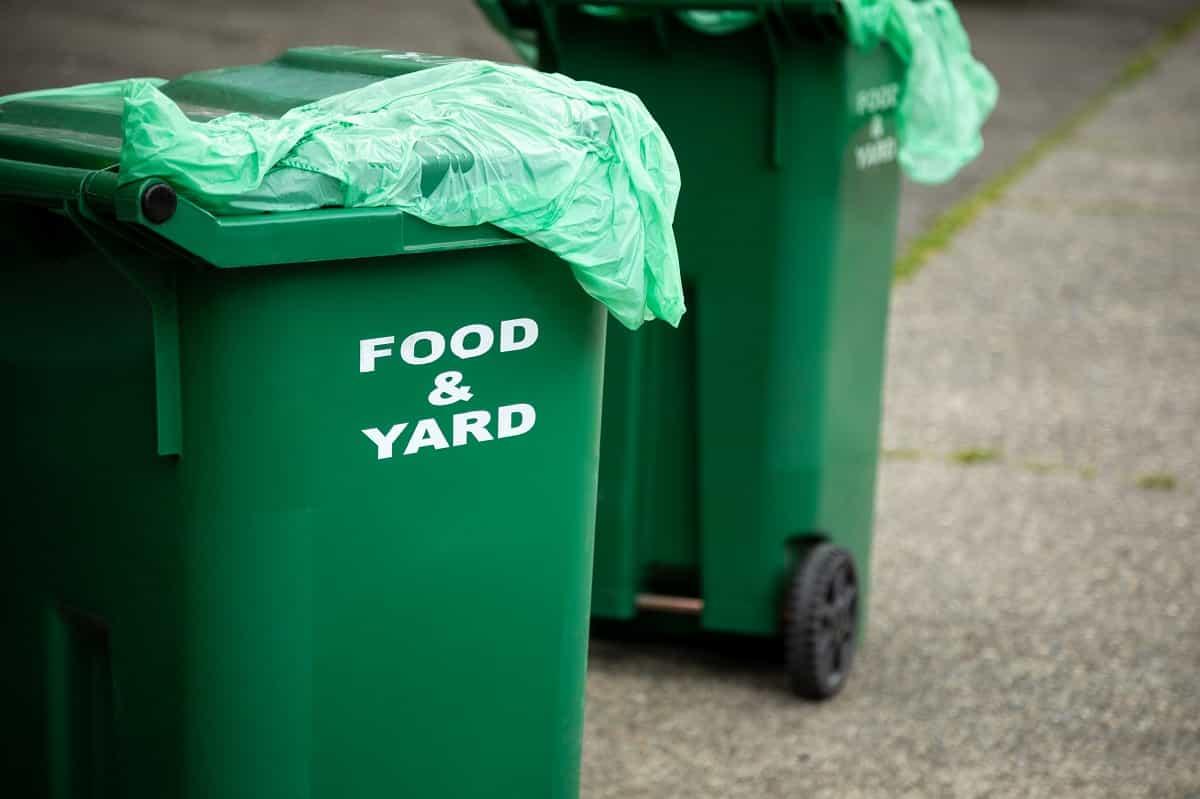 food and yard trash bin